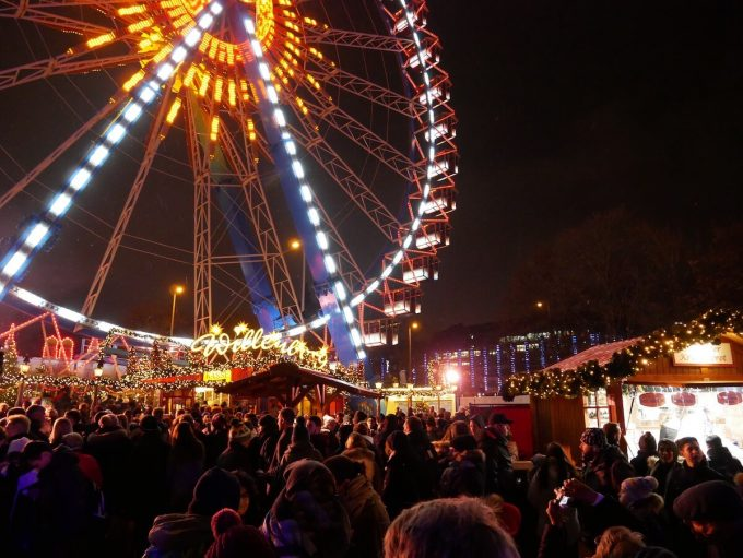 赤の市庁舎-クリスマスマーケット