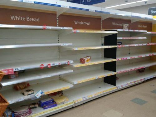 スーパーからパンが消えた